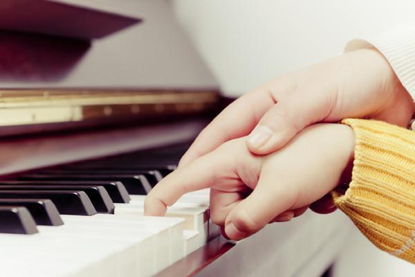 干货:孩子学钢琴入门家长必读,不单是学钢琴的最佳年龄的问题?