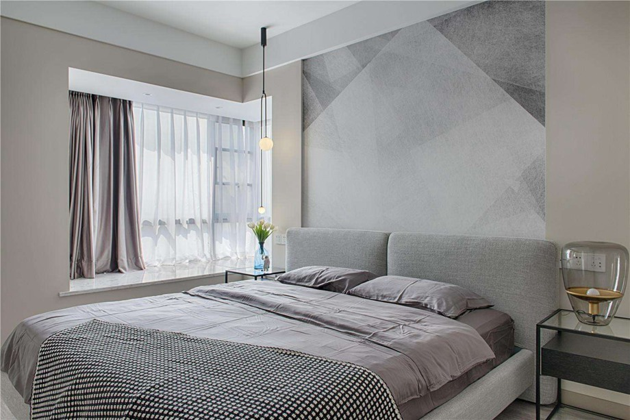 灰色调卧室如何营造温馨感?惠州金御装饰分享高品质卧室装修技巧