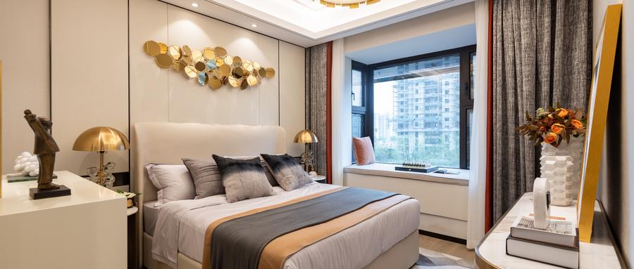 卧室有条件可以装个假飘窗 改造一番大有用处
